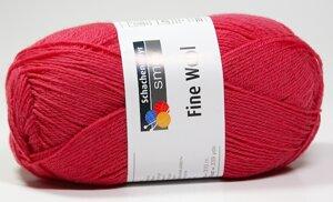 Fine wool hallonröd